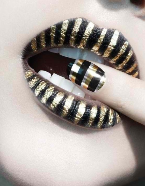 metallic-nails-5 28 Dazzling Nail Polish Trends You Must Try in 2017