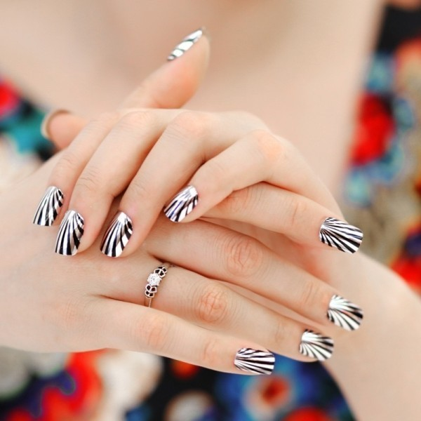 metallic-nails-8 28+ Dazzling Nail Polish Trends You Must Try in 2021