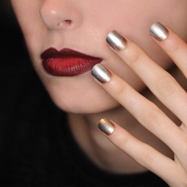 metallic-nails-9 28+ Dazzling Nail Polish Trends You Must Try in 2018