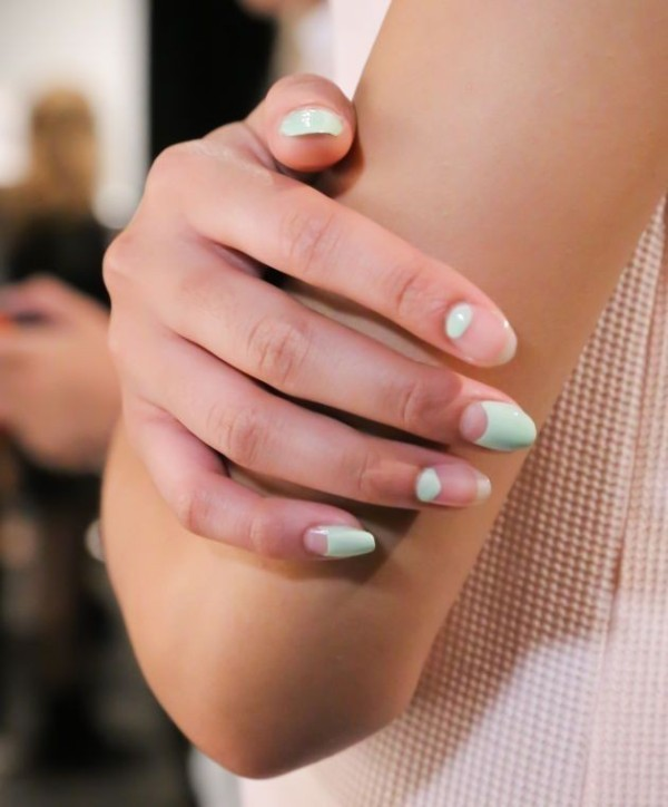 negative-space-nails-10 28+ Dazzling Nail Polish Trends You Must Try in 2019