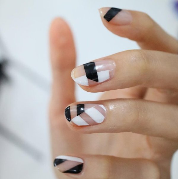 negative-space-nails-14 28+ Dazzling Nail Polish Trends You Must Try in 2021