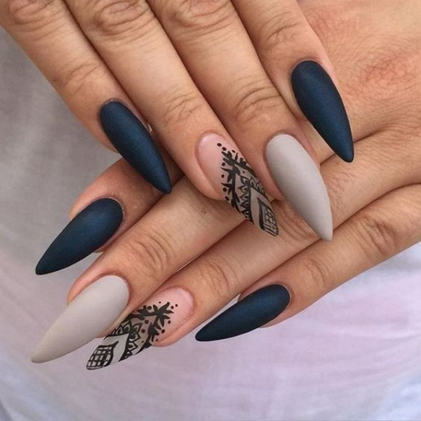 negative-space-nails-16 28+ Dazzling Nail Polish Trends You Must Try in 2021