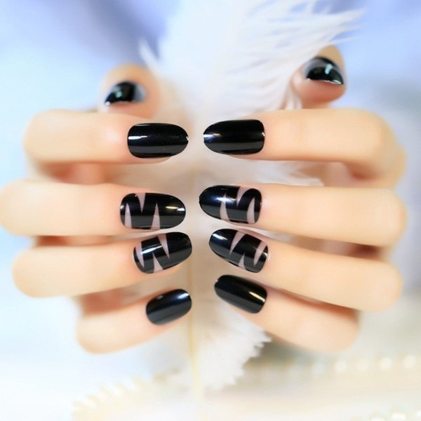 negative-space-nails-18 28+ Dazzling Nail Polish Trends You Must Try in 2021