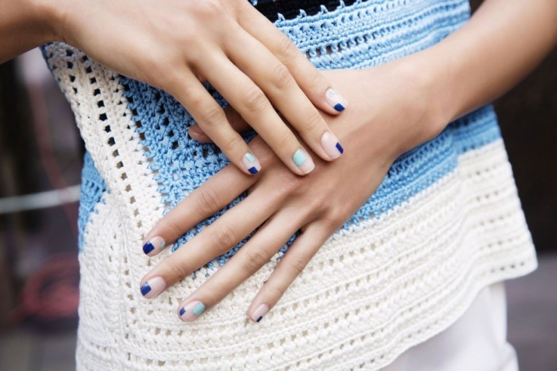 negative-space-nails-23 28+ Dazzling Nail Polish Trends You Must Try in 2021