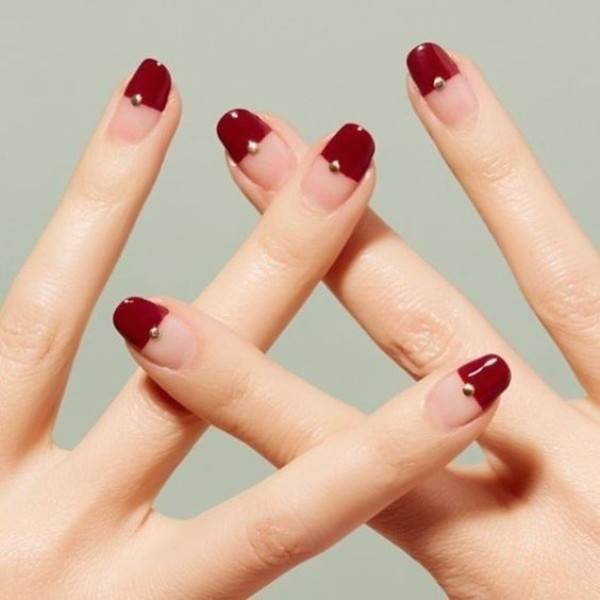 negative-space-nails-25 28+ Dazzling Nail Polish Trends You Must Try in 2021
