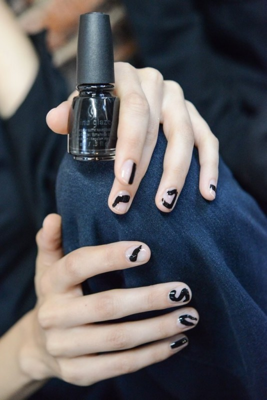 negative-space-nails-4 28 Dazzling Nail Polish Trends You Must Try in 2017