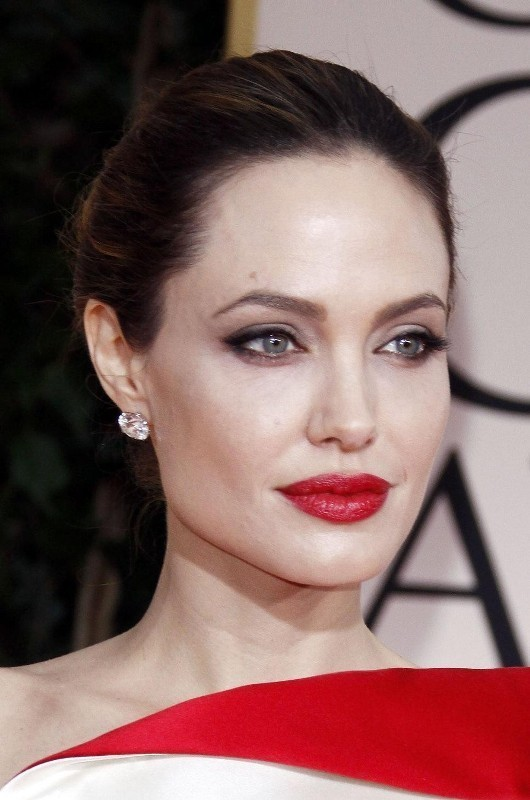 red-lips-1 14 Latest Makeup Trends to Be More Gorgeous in 2020