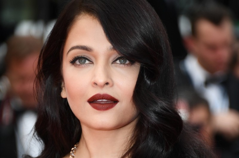 red-lips-11 14 Latest Makeup Trends to Be More Gorgeous in 2020