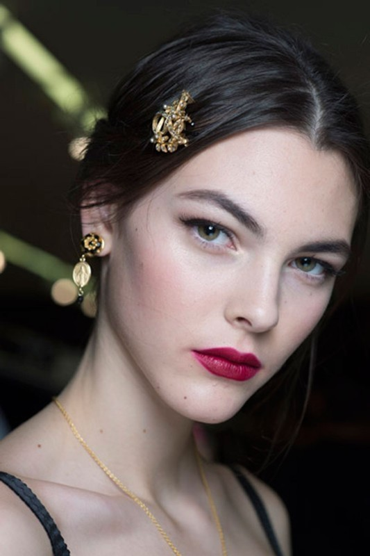 red-lips-2 14 Makeup Trends to Be More Gorgeous in 2017