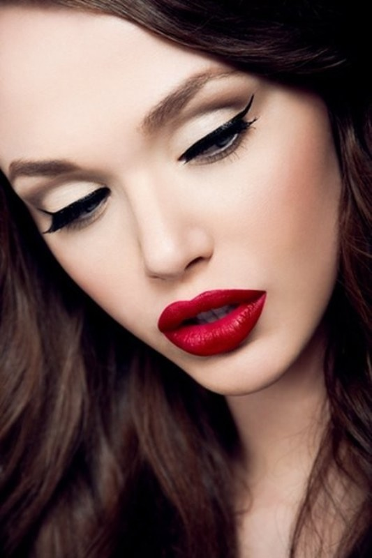 red-lips 14 Makeup Trends to Be More Gorgeous in 2017