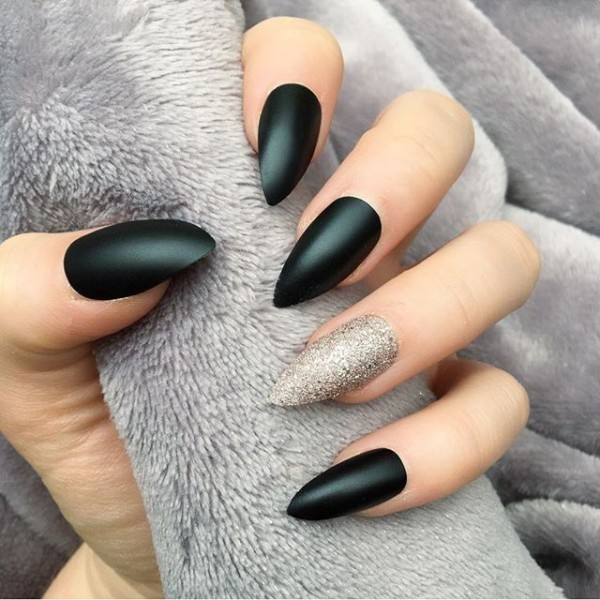 simple-nails-6 28 Dazzling Nail Polish Trends You Must Try in 2017