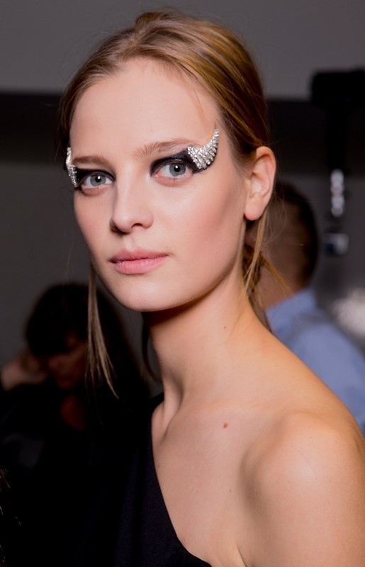 statement-liner-and-graphic-eyes-1 14 Latest Makeup Trends to Be More Gorgeous in 2020