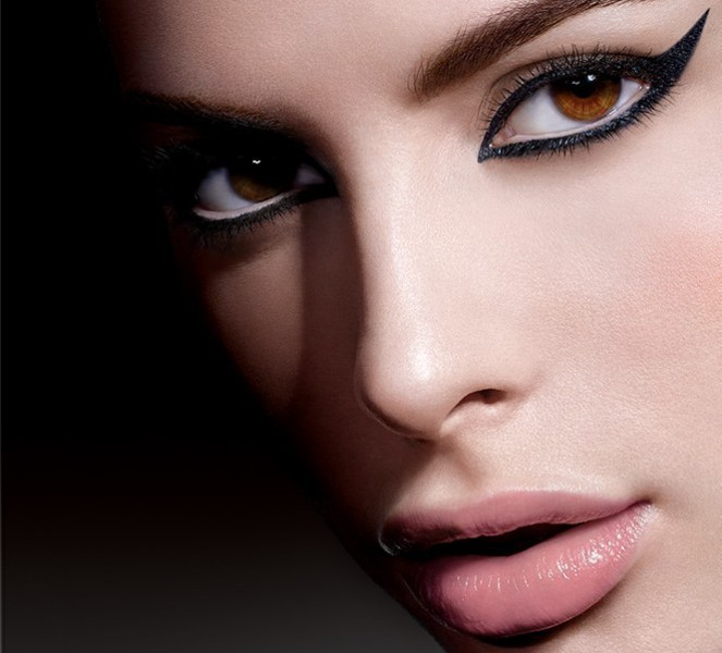 statement-liner-and-graphic-eyes-10 14 Latest Makeup Trends to Be More Gorgeous in 2020