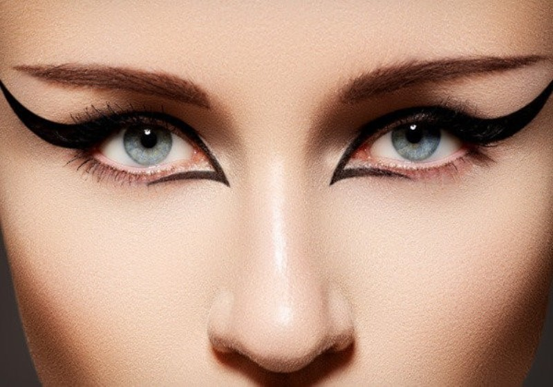 statement-liner-and-graphic-eyes-12 14 Latest Makeup Trends to Be More Gorgeous in 2020