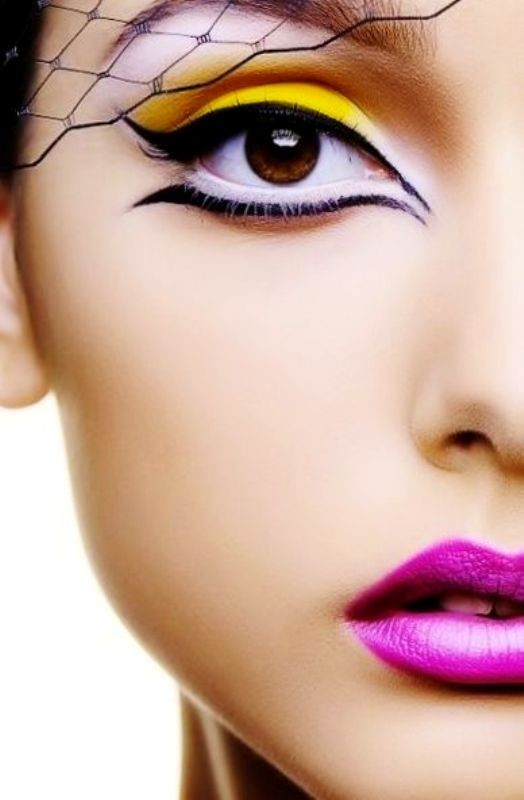 statement-liner-and-graphic-eyes-18 14 Makeup Trends to Be More Gorgeous in 2017