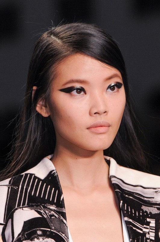 statement-liner-and-graphic-eyes-3 14 Latest Makeup Trends to Be More Gorgeous in 2020