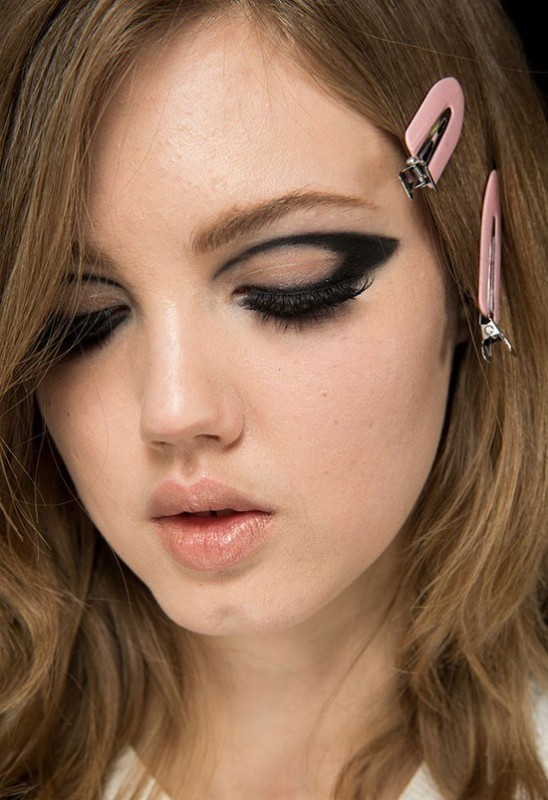 statement-liner-and-graphic-eyes-4 14 Latest Makeup Trends to Be More Gorgeous in 2020