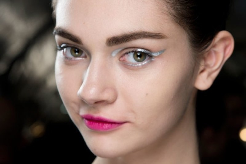 statement-liner-and-graphic-eyes-5 14 Makeup Trends to Be More Gorgeous in 2017