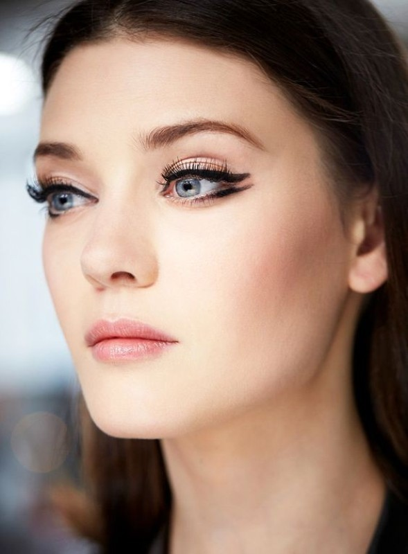 statement-liner-and-graphic-eyes-7 14 Makeup Trends to Be More Gorgeous in 2017