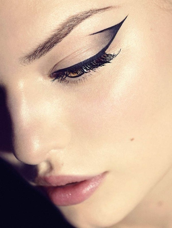 statement-liner-and-graphic-eyes-8 14 Makeup Trends to Be More Gorgeous in 2017