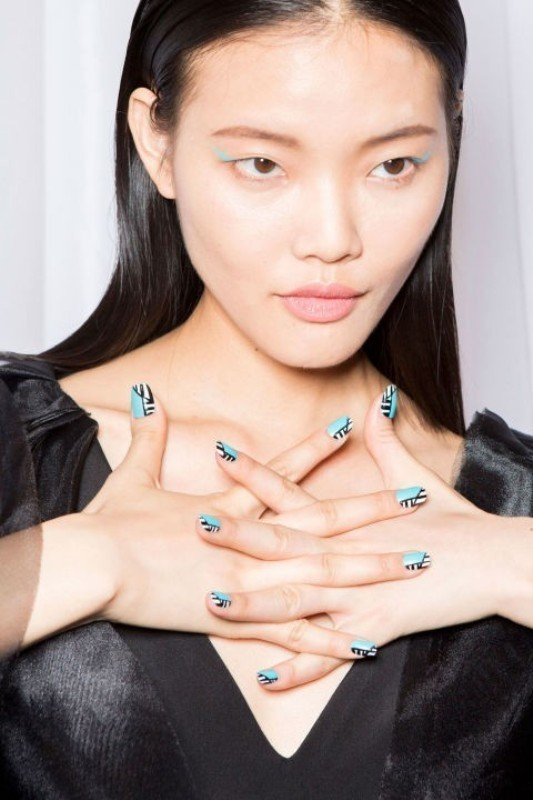 striped-nails-3 28 Dazzling Nail Polish Trends You Must Try in 2017