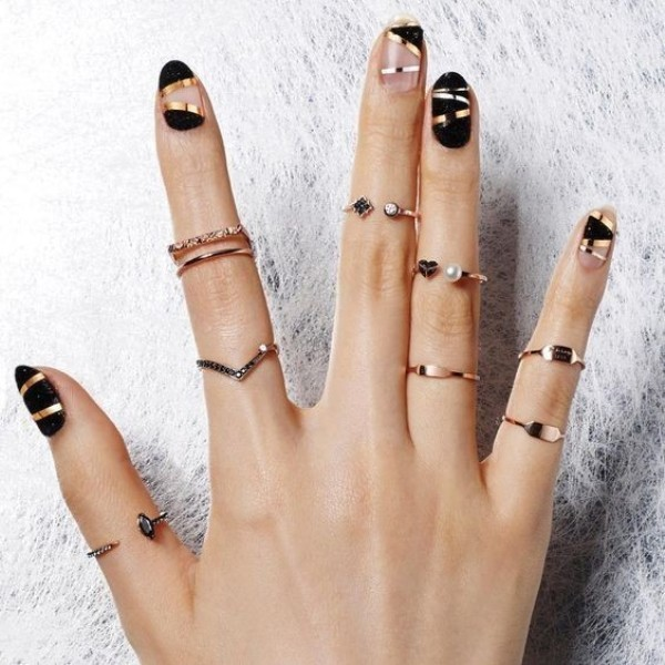 striped-nails-9 28+ Dazzling Nail Polish Trends You Must Try in 2021
