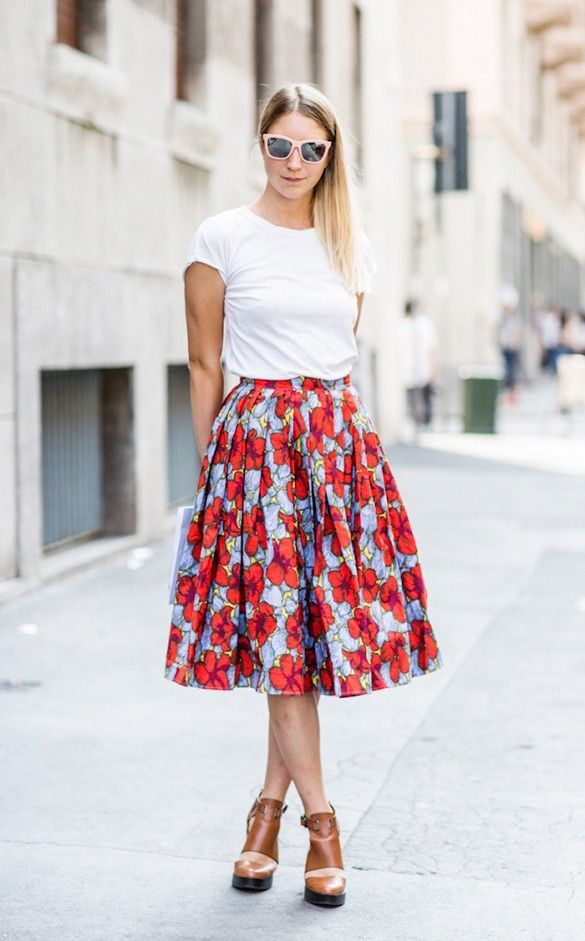 1.-basic-tee-with-floral-full-skirt 25+ Women Engagement Outfit Ideas Coming in 2018