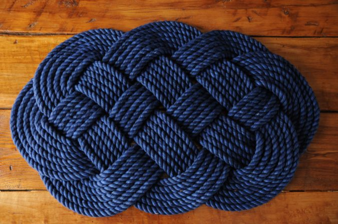 Aquatic-rope-bath-rug-675x448 10 Creative DIY Bathroom Rugs
