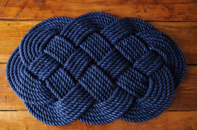 Aquatic-rope-bath-rug-675x448 10 Creative DIY Bathroom Rugs
