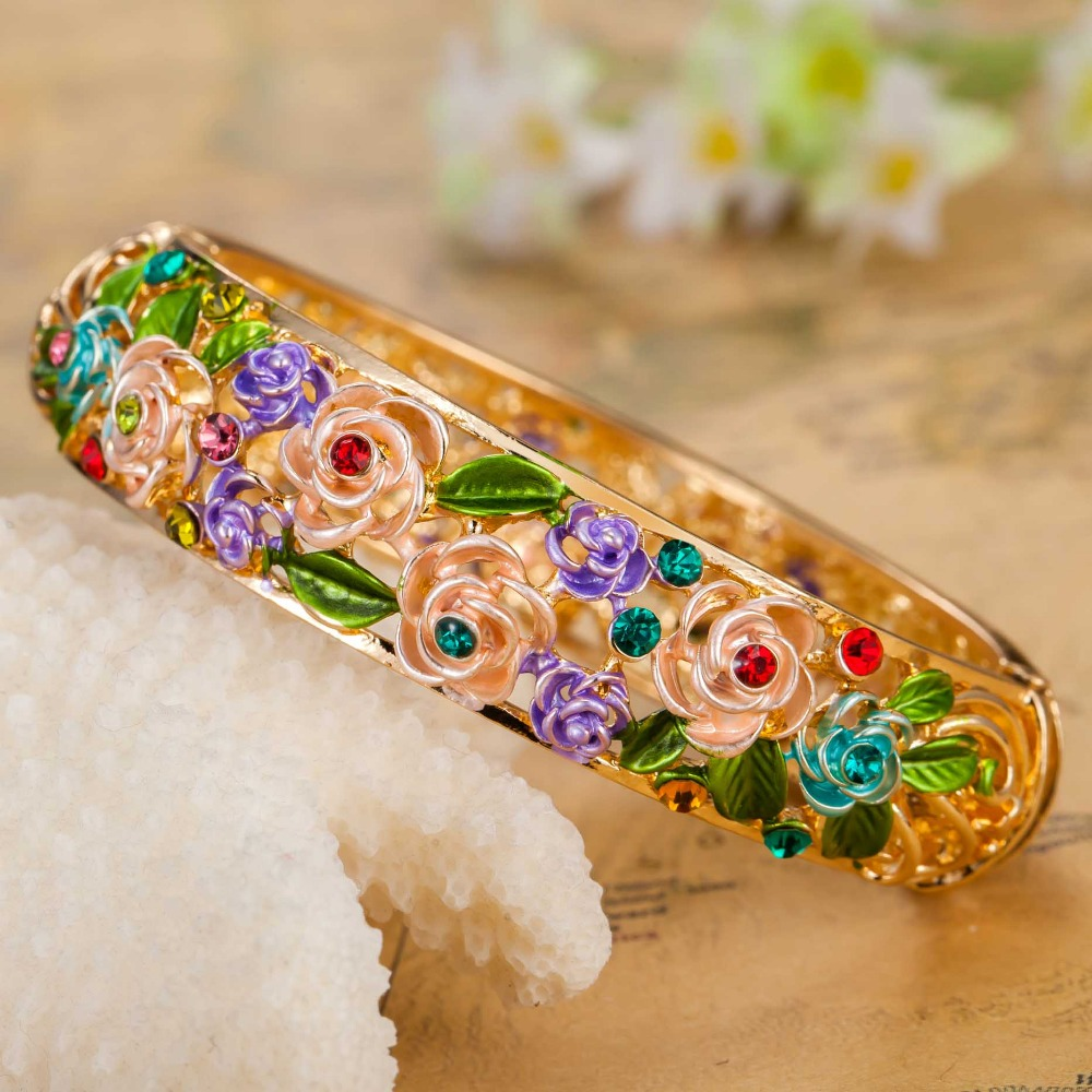 BANGLES1 10 Most Beauty Trends That Men Hate