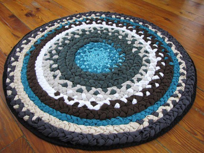 Braided-bath-rug4-675x506 6 Easy DIY Bathroom Rugs