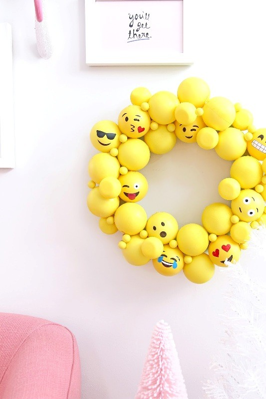 Catchy-wreath-for-decorating-bedrooms 39+ Most Stunning Christmas Gifts for Teens 2018