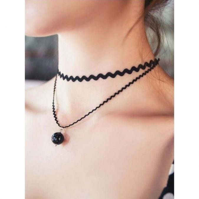 Chokers-necklace2-675x675 6 Hottest Necklace Trends For Summer 2020