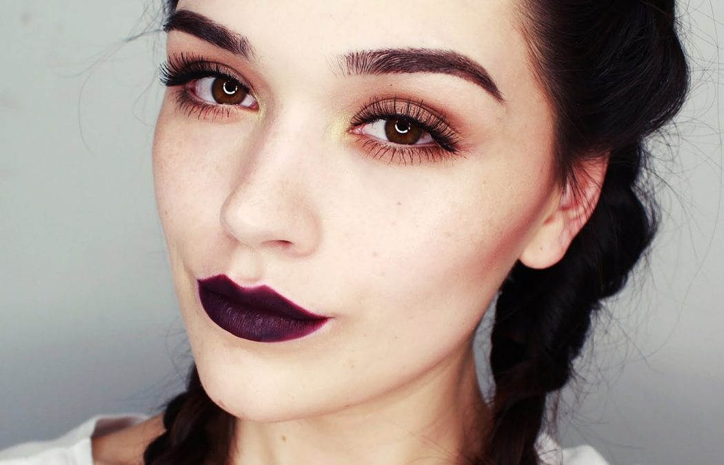 DARK-LIPSTICK1 10 Most Beauty Trends That Men Hate