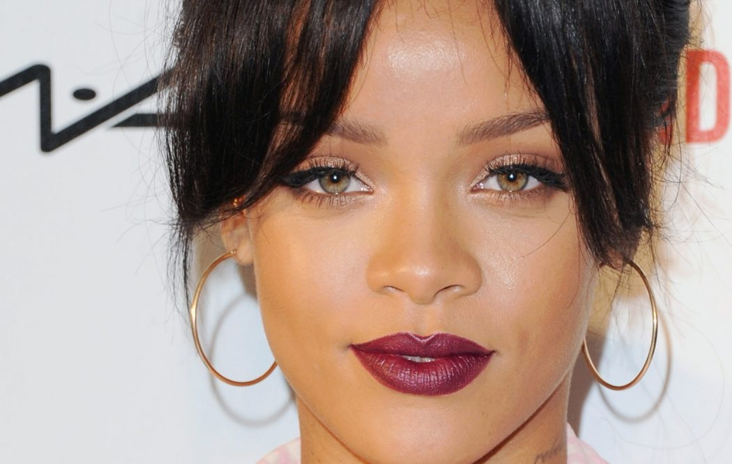 DARK-LIPSTICK2 10 Most Beauty Trends That Men Hate