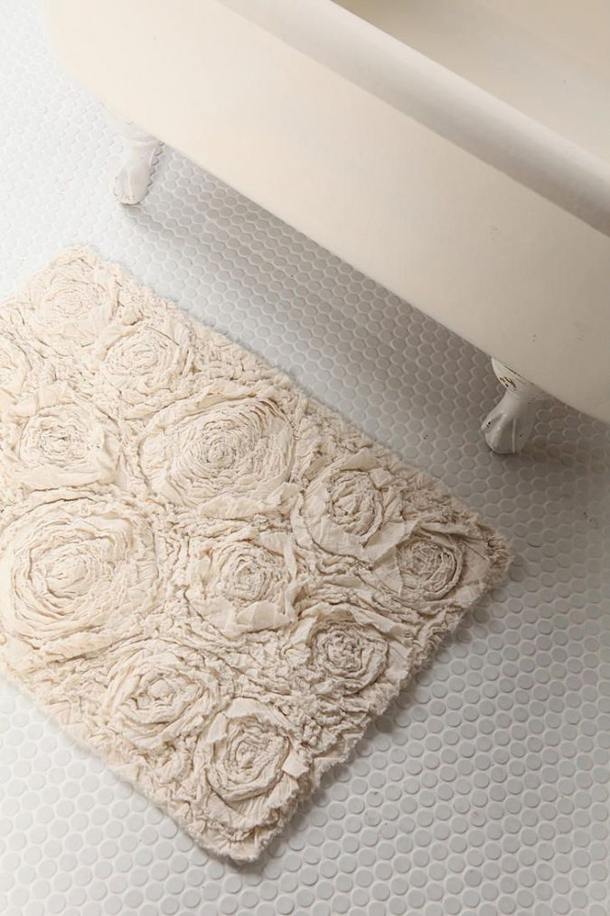 DIY-bath-rug2-675x1013 10 Creative DIY Bathroom Rugs