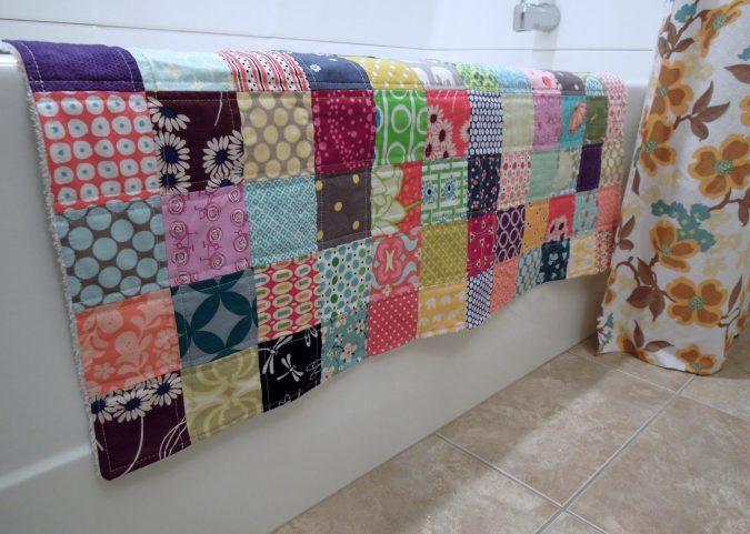 DIY-bath-rug5-675x481 10 Creative DIY Bathroom Rugs