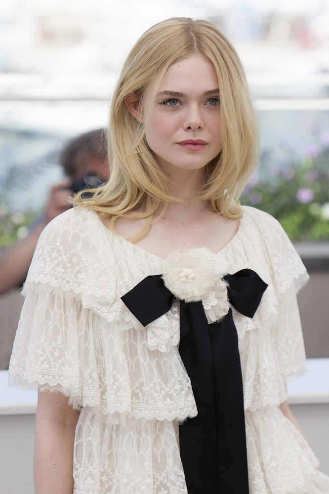 Elle-Fanning4 15+ Fashionable Tremendous Celebrities' Hairstyles