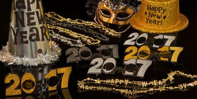 F605208F_01_full-675x341 2018 Best New Year's Eve Decorating Ideas