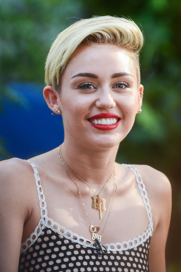 Miley-Cyrus4 15+ Fashionable Tremendous Celebrities' Hairstyles