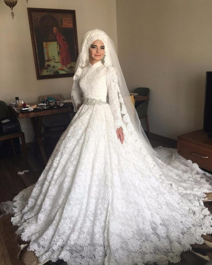 Muslim-bride-in-wedding-dress3-675x844 5 Stylish Muslim Wedding Dresses Trends for 2020