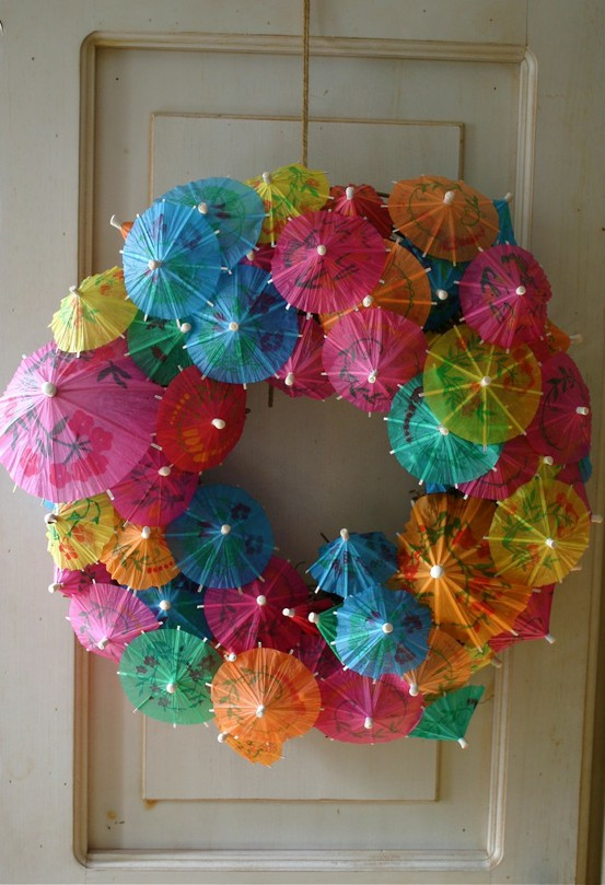 New-Year-wreath3 25+ New Year Eve Decoration Ideas for a Blasting Party
