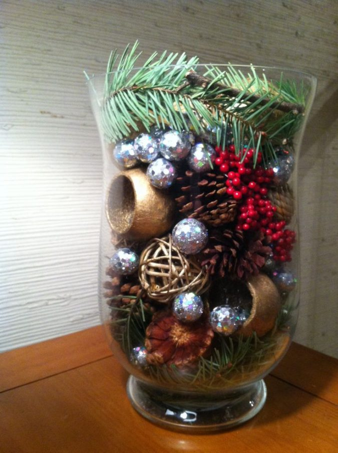 New-Years-decoration-with-Christmas-leftovers-675x903 2018 Best New Year's Eve Decorating Ideas