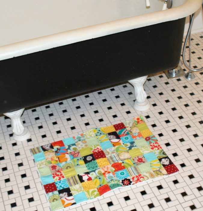 Patchwork-bath-rug-675x699 10 Creative DIY Bathroom Rugs