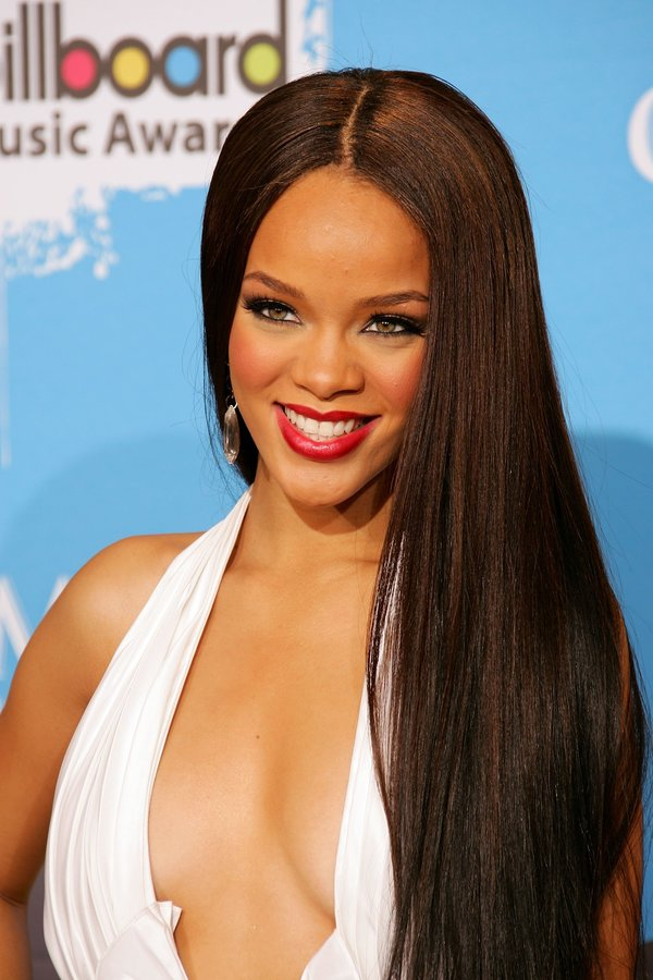 Rhianna 15+ Fashionable Tremendous Celebrities' Hairstyles