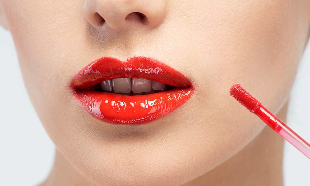 STICKY-LIP-GLOSS2 10 Most Beauty Trends That Men Hate