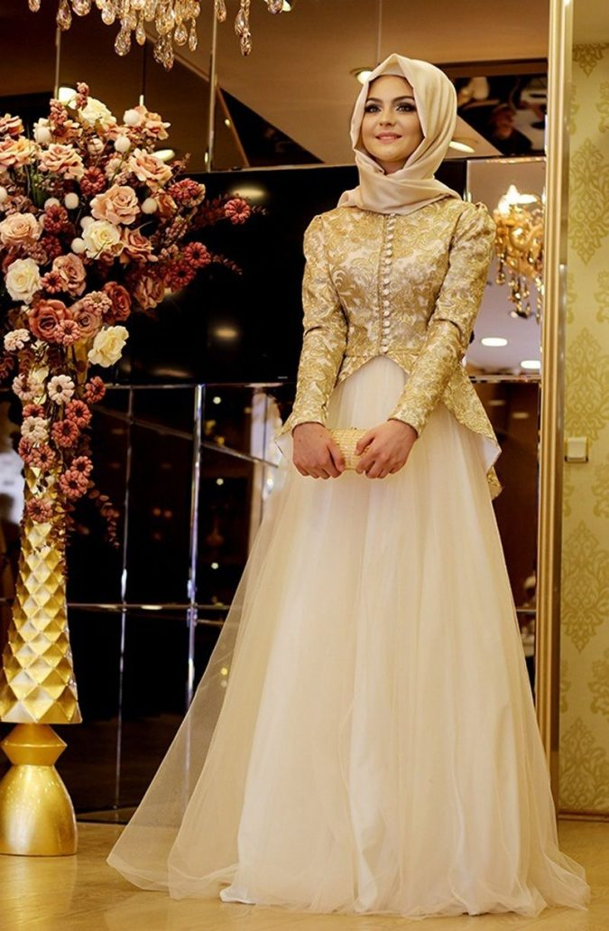 Skirt-And-Blouse-like-wedding-dress-675x1031 5 Main Muslim Wedding Dresses Trends for 2018
