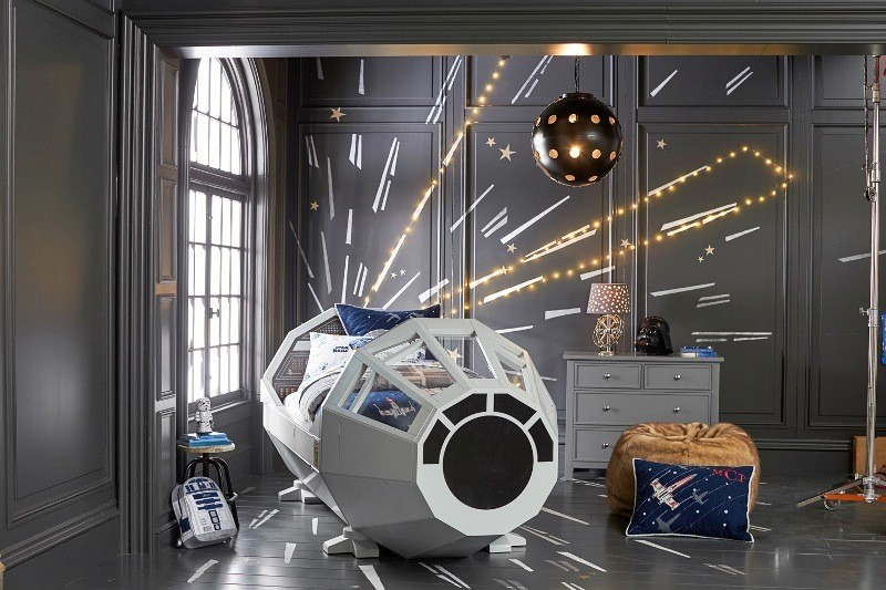 Star-Wars-bed 50 Affordable Gifts for Star Wars & Emoji Lovers