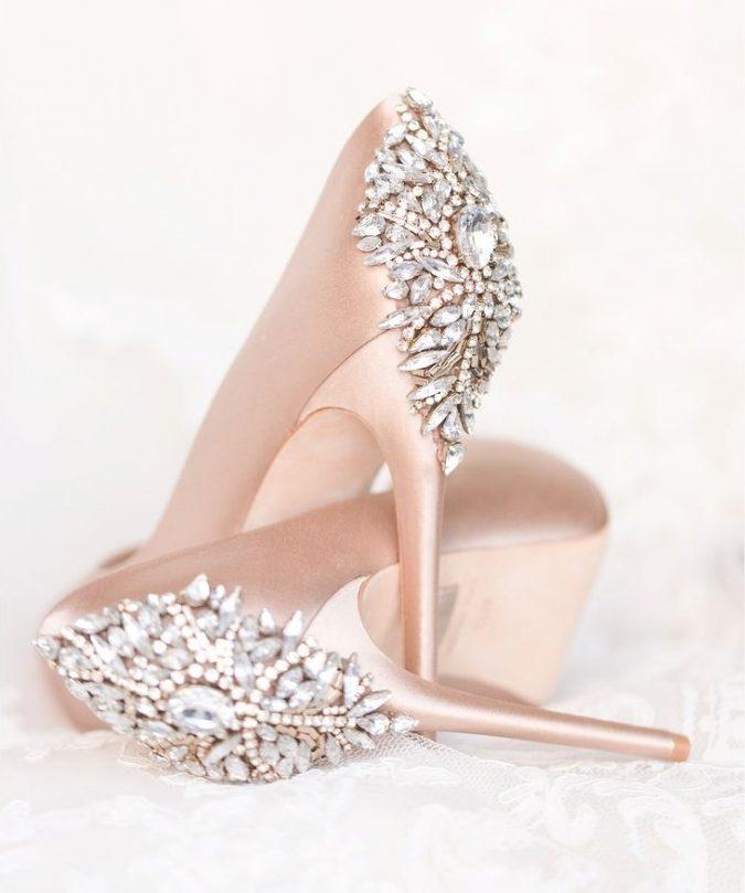 Stilettos-women-shoes2-1-675x809 5 Stylish Women Shoe Trends for 2020