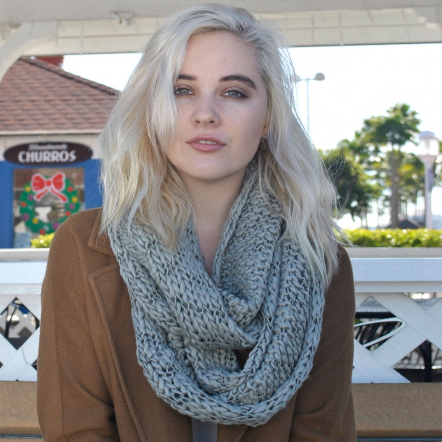 Thick-Knit-Scarf4 22 Scarf Trend Forecast for Fall & Winter 2017